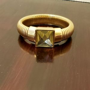 Vintage Goldtone costume bracelet w/ lg faux stone